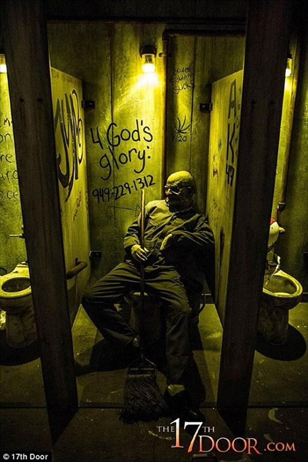 怪物の行動は自由!世界で最も怖いお化け屋敷「The 17th Door」!