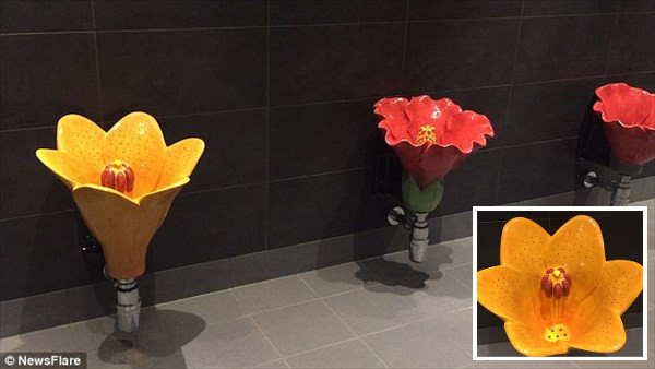 世界で最も美しい小便器!? 花に水やりをする感覚でおしっこができるトイレ