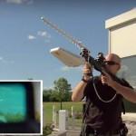 飛行するドローンを強制停止! 対ドローン用兵器「ドローン・ディフェンダー」