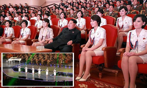美女に囲まれご満悦の金正恩氏 北朝鮮ガールズグループのライブを楽しむ!