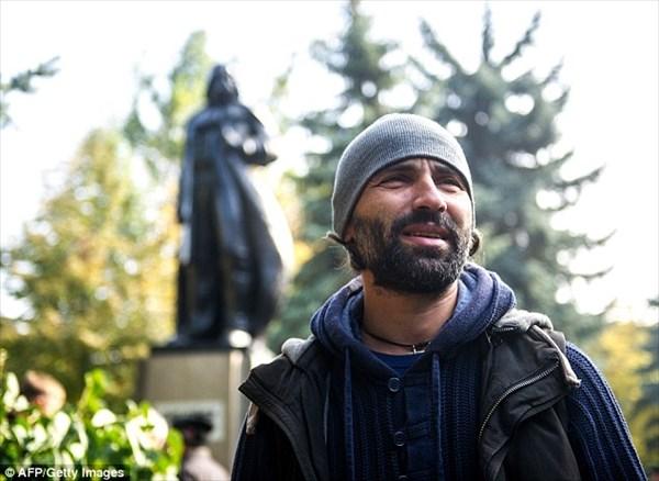 ウクライナのレーニンの銅像が、ダースベイダーに改造される!