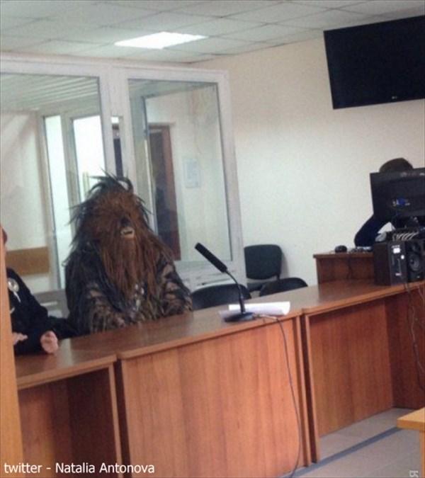 ダークサイドに堕ちた?スターウォーズのチューバッカが選挙法違反で逮捕される