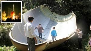 中国が宇宙に打ち上げたロケットの部品が村に墜落する 電線が切れて停電に