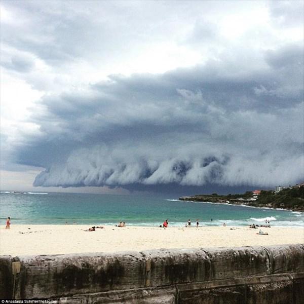 まるで津波! オーストラリア・シドニーにヤバすぎる雲が襲来!