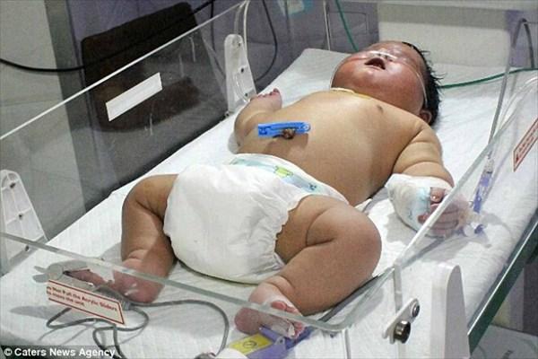 インドで最大の赤ちゃん誕生! 体重6.7キロ!自然分娩でわずか15分で出産