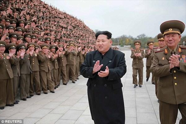シカゴの通勤電車で北朝鮮最高指導者キム・ジョンウン目撃? 実はソックリさん