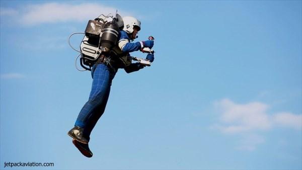 個人飛行装置ジェットパックの開発者、ジェットパックで自由の女神像を観光!