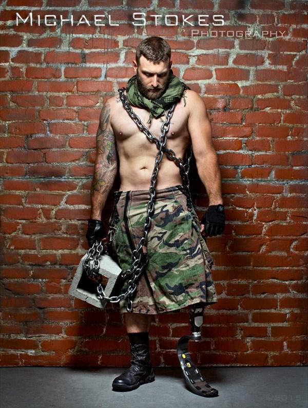 戦争で手足を失った英雄たちの写真 写真集として11月15日に販売開始!
