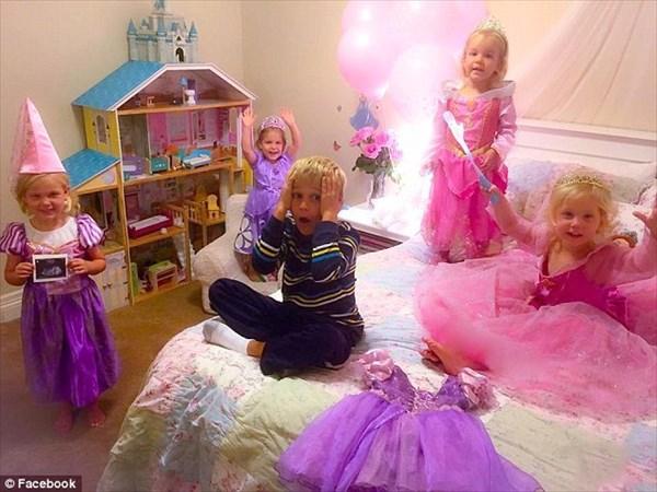 「また女かよ!」4人の妹を持つ長男マシュー 5人目の妹妊娠を発表された瞬間