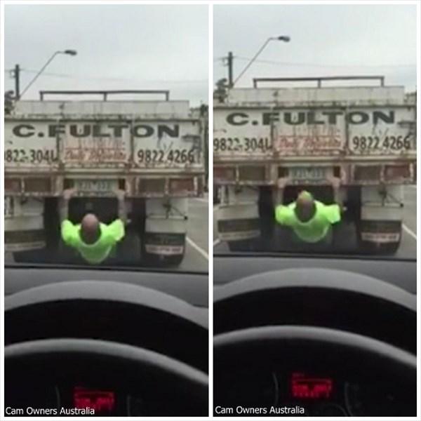 いつでもどこでもバルクアップ! 踏み切り待ちのトラックでトレーニングする男