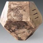 ジュマンジが現実に? 中国で2300年前の墓からボードゲームのサイコロ発見