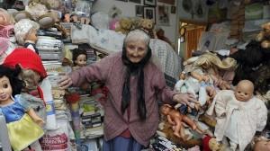 海外版ゴミ屋敷住民(イギリス) 自己所有の自宅からの立ち退きを迫られる!