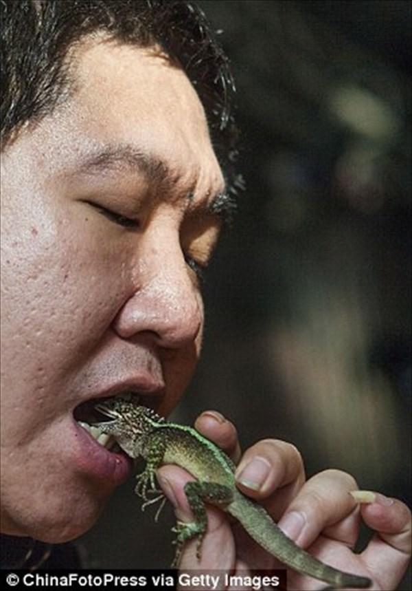 「食べちゃいたいくらい好き!」 有毒生物を愛しすぎる男のパフォーマンス!