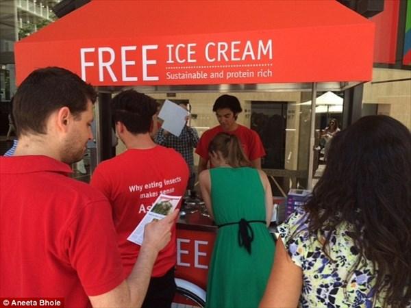 オーストラリアでアイスクリームを無料配布!でも虫入り! 昆虫食普及が目的