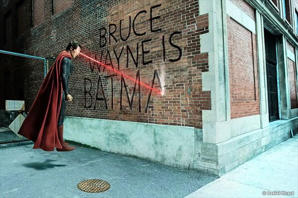 レーザーで落書きするスーパーマン