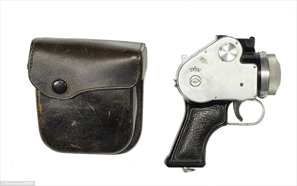 世界各国が開発していたスパイカメラ! タバコ型や時計型、ピストル型まで