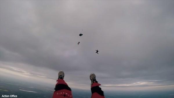 熱気球からパラシュート無しで飛び降りる! ヤバすぎるクレイジースタント