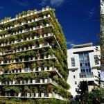 これが本当のコンクリートジャングル? パリにある植木鉢だらけのマンション