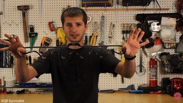 悪用厳禁! ワイヤーロックを道具を使わずに開錠してしまう方法!