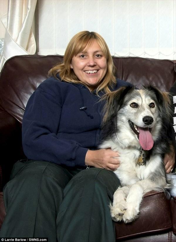 斜視が原因で捨てられた寄り目犬のデニス 新たな飼い主の元で一周年!