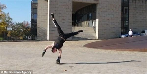 ジャンプや片腕走行も! 逆立ちローラーブレードの達人ミルコ・ハンセン!