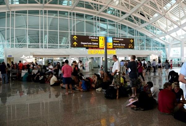 バリ島の空港におもちゃの爆弾を持ち込んだ男 24時間にわたり拘束される