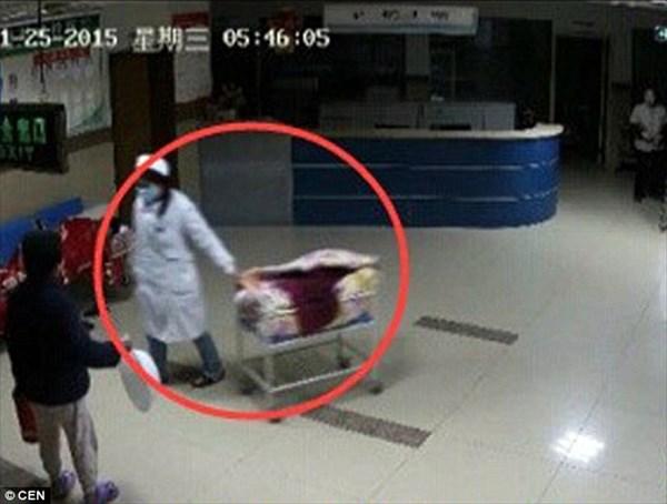 看護師に変装した女が赤ちゃんを盗む!祖母がギリギリで阻止! 人身売買目的か
