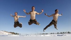 寒さなんて気の持ちようだ! -26℃の極寒で訓練をする中国国境警備隊