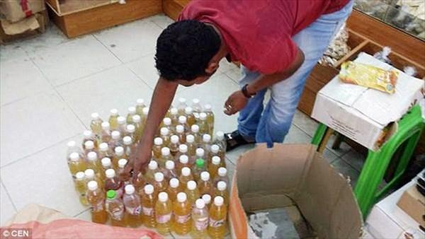 ラクダの尿と偽り、自分のオシッコを健康ドリンクとして売っていた店を摘発