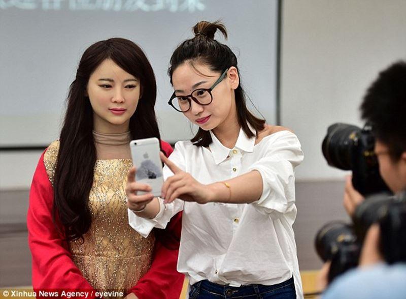 今度はしょぼくない! 中国が本物の女性にそっくりのヒューマノイド型ロボットを開発