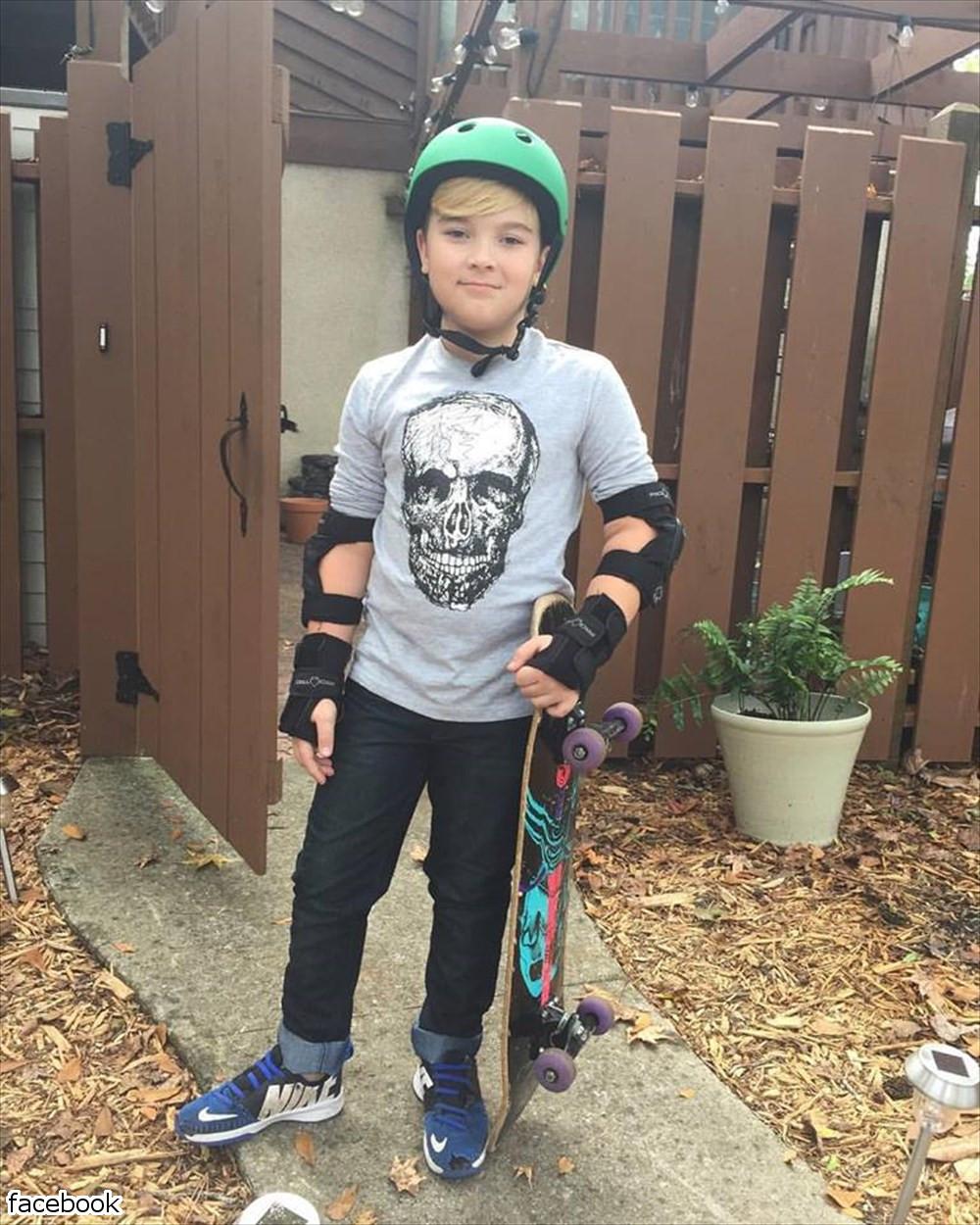 ネットで出回ったあの画像の男の子、現在10歳に成長し、父の命まで救っていた