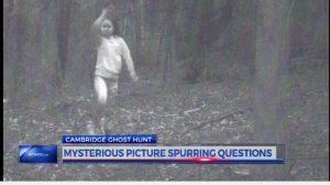 こんなクッキリ写る? 地元メディアが報じた、森で撮影された少女の幽霊の真相